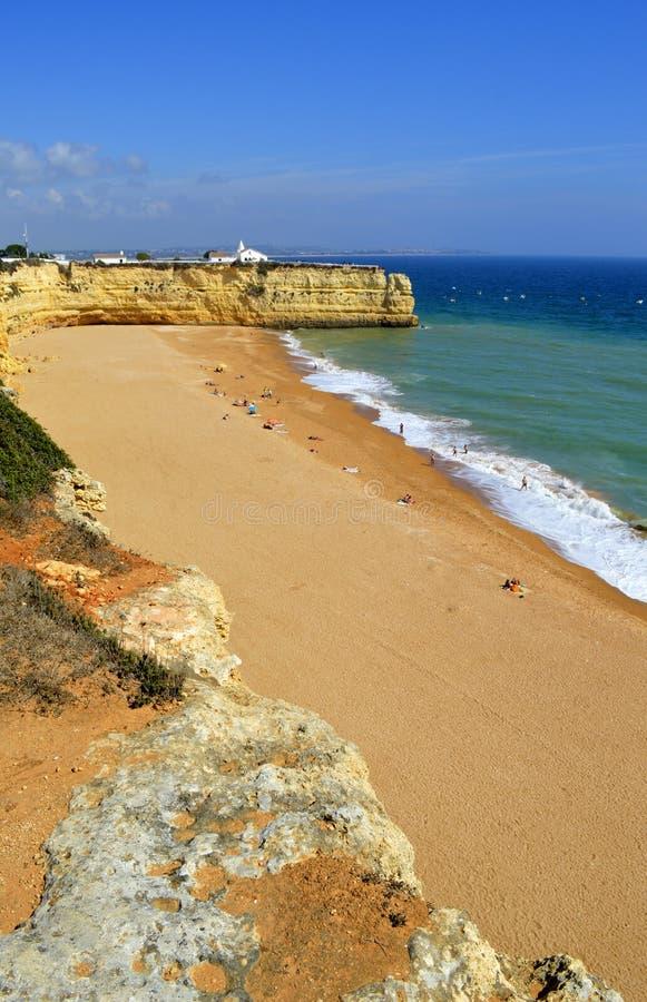 Penhascos espetaculares em Senhora a Dinamarca Rocha Nova Beach imagens de stock royalty free
