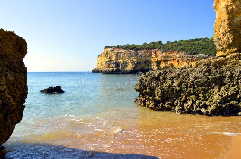 Penhascos espetaculares em Senhora a Dinamarca Rocha Nova Beach fotografia de stock