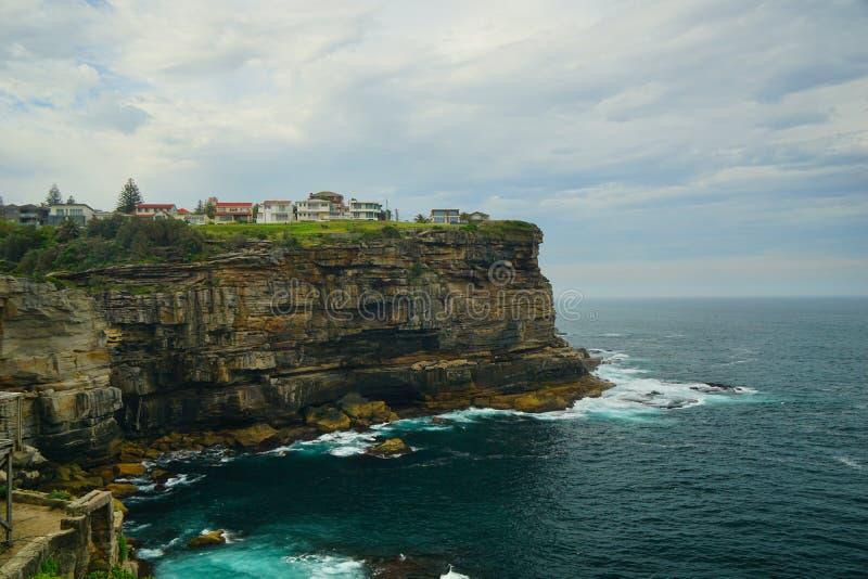 Penhascos excelentes em Diamond Bay em Sydney foto de stock