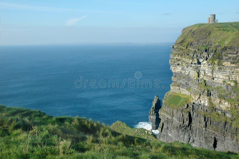Penhascos irlandeses Moher do castelo fotografia de stock