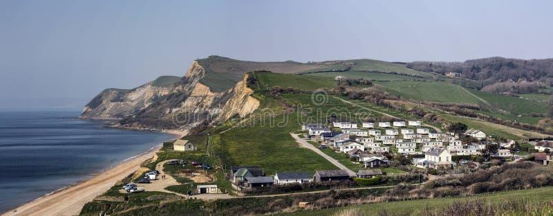 Penhascos jurássicos na costa de Dorset em Eype foto de stock royalty free