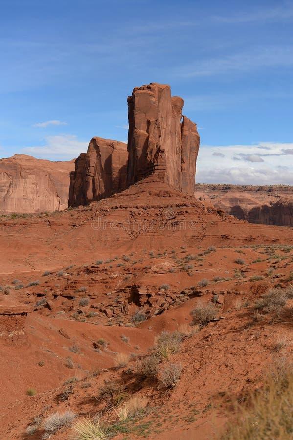 Penhascos no dia ensolarado bonito do AON do vale do monumento fotografia de stock