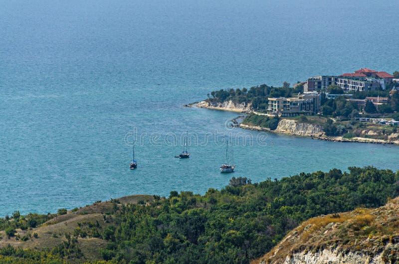 Penhascos verdes de Thracian perto da água clara azul do Mar Negro, golfe b fotografia de stock royalty free
