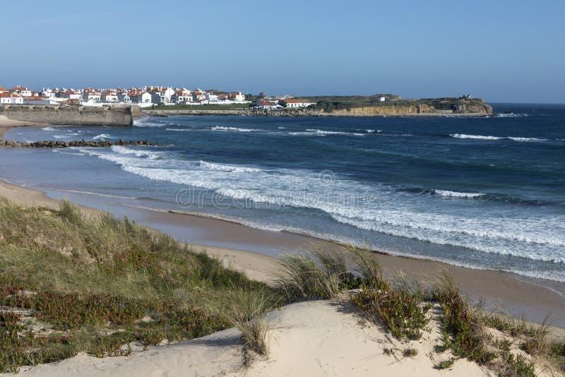 Peniche на побережье Португалии стоковые изображения