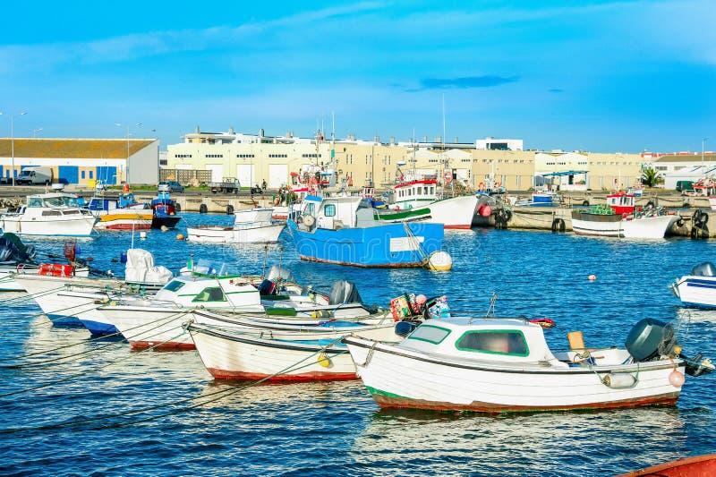 Peniche-Hafen, Fischerboote, Portugal stockbild