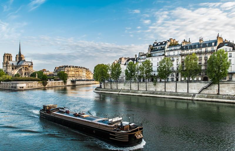 Peniche Seine River paris stad Frankrike royaltyfri foto