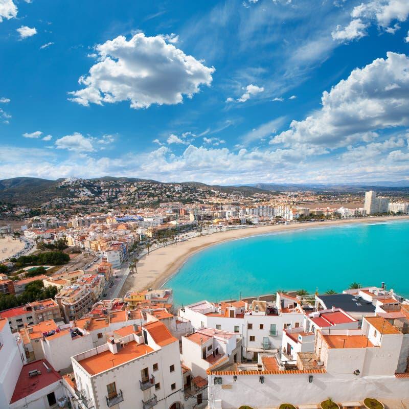 Peniscola strand och flyg- sikt för by i Castellon Spanien arkivbilder