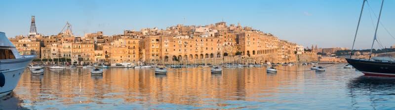 Penisola di Senglea in grande baia, La Valletta, Malta, su un'alba fotografie stock libere da diritti