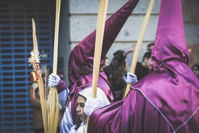 Penitents in hun optocht Heilige Week in Zamora, Spanje Pasen week royalty-vrije stock foto