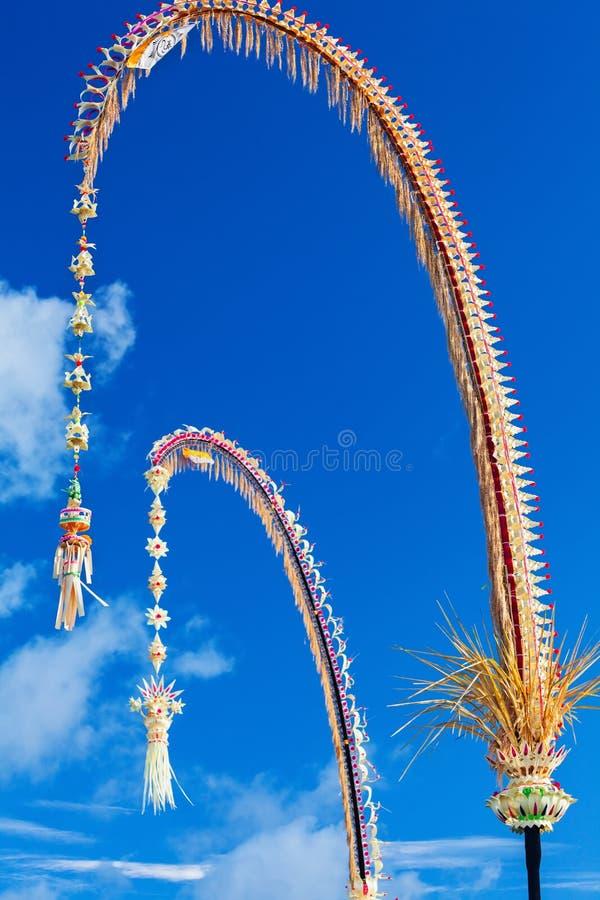 Penjor traditionnel de Bali - décoration pendant des vacances de Galungan photographie stock