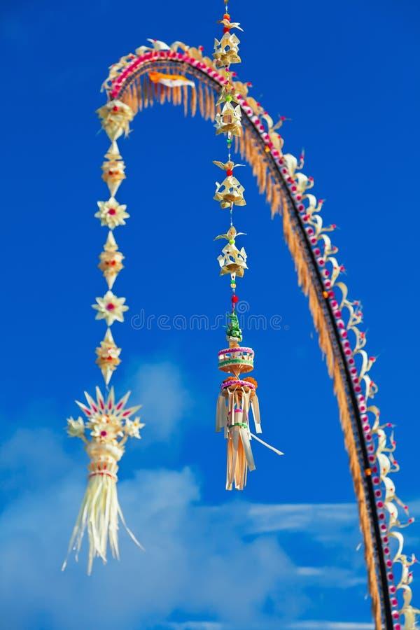 Penjor traditionnel de Bali - décoration pendant des vacances de Galungan photographie stock libre de droits