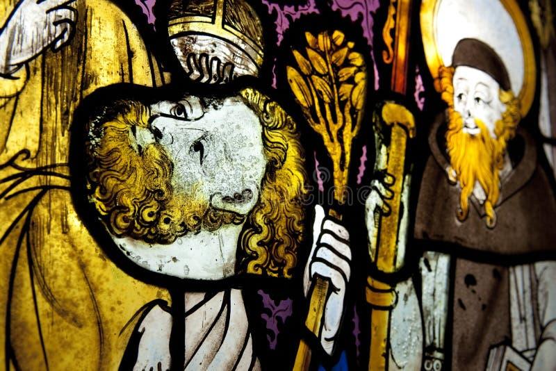 Penmon Priory, St Seiriols kościół, witrażu okno, Anglesey, Walia, UK - Maj 2010 obraz royalty free