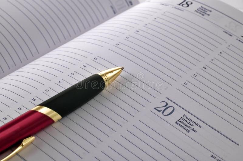 Penna alla pagina di ordine del giorno immagine stock