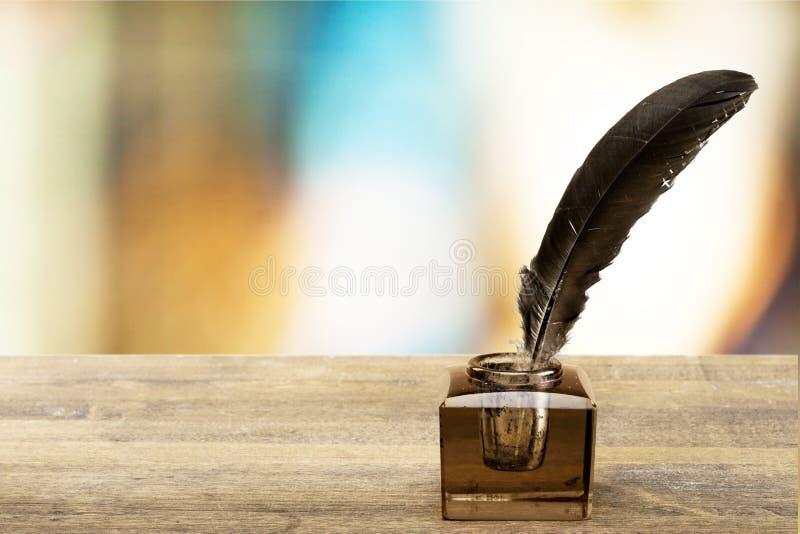 Penna di spoletta con il calamaio fotografie stock libere da diritti