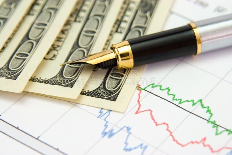 Penna, diagramma e soldi fotografia stock libera da diritti