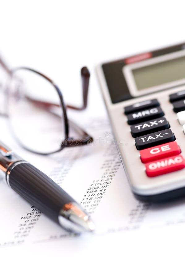 Penna e vetri del calcolatore di imposta fotografia stock libera da diritti