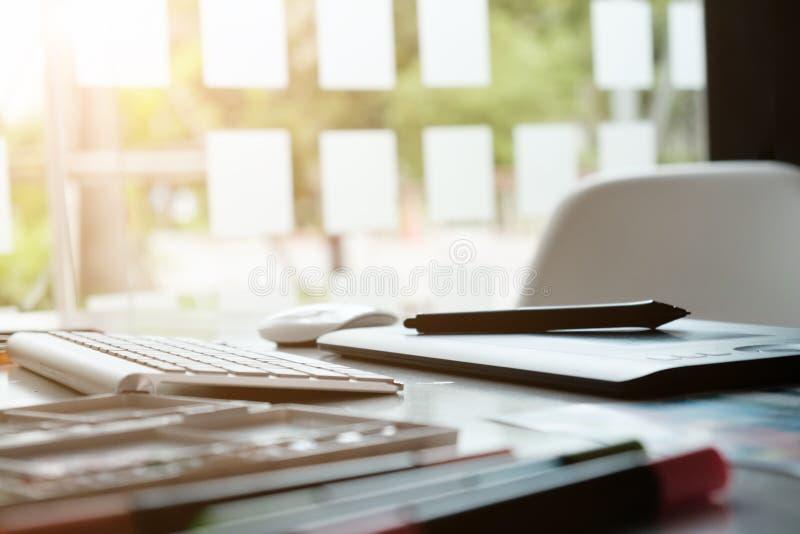 Penna för mus för ställe för arbete för grafisk design för konstnär idérik arkivbild