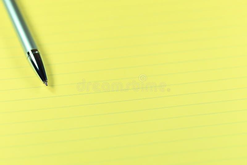 Penna och papper royaltyfri bild