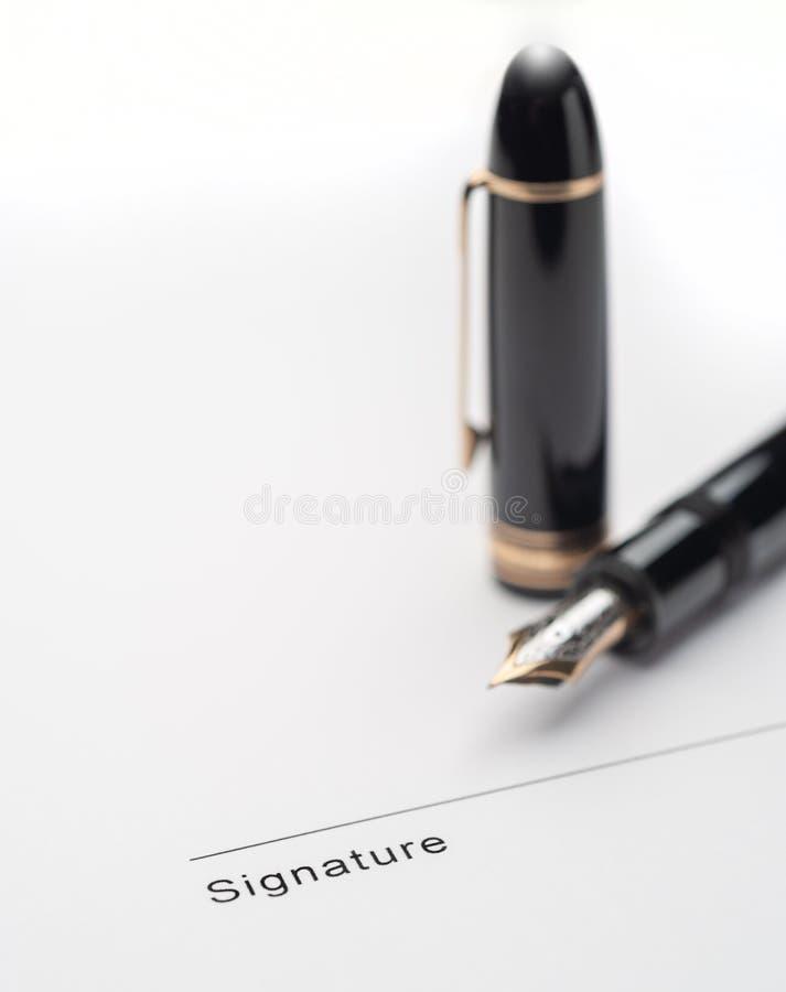 Penna stilografica e firma fotografia stock