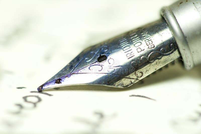Penna su documento fotografia stock