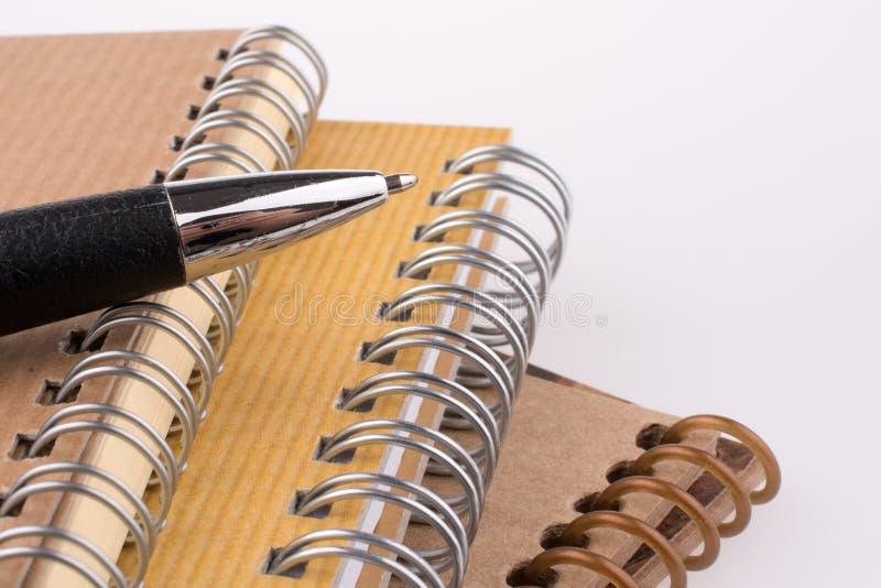 Penna sul taccuino fotografie stock libere da diritti
