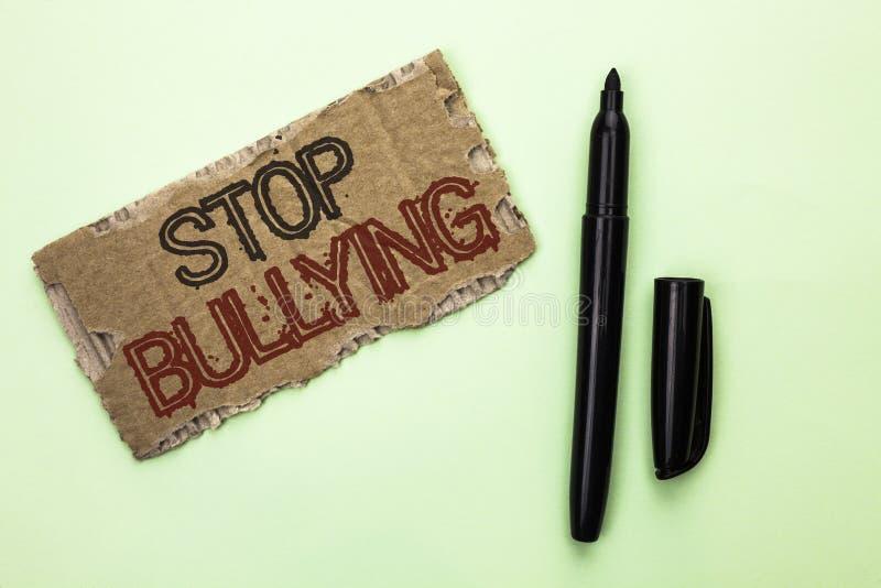 Pennalism för stopp för ordhandstiltext Affärsidéen för fortsätter inte att skrämma för anfall för missbrukmobbningagression som  royaltyfria bilder