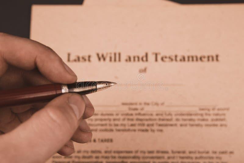 Pennan och st?mpeln f?r notarius publicu` s ska g?ra det den offentliga p? testament och sisten Notarius publicu arkivfoton