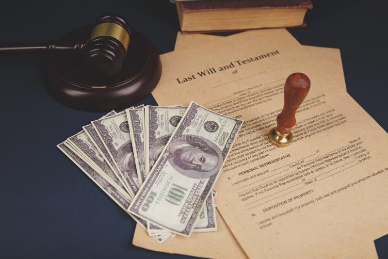 Pennan och st?mpeln f?r notarius publicu` s ska g?ra det den offentliga p? testament och sisten Notarius publicu arkivbilder