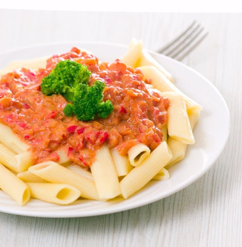 Penne意大利面食用西红柿酱 图库摄影