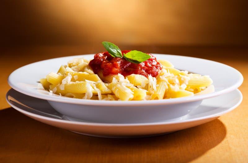Penne makaron z pomidorowym kumberlandem zdjęcie stock