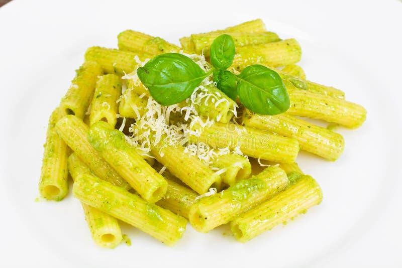 Penne Pasta com Pesto e Basil Sauce fotos de stock