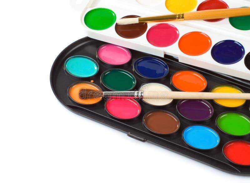 Pennello e gamma di colori dei pittori fotografie stock libere da diritti