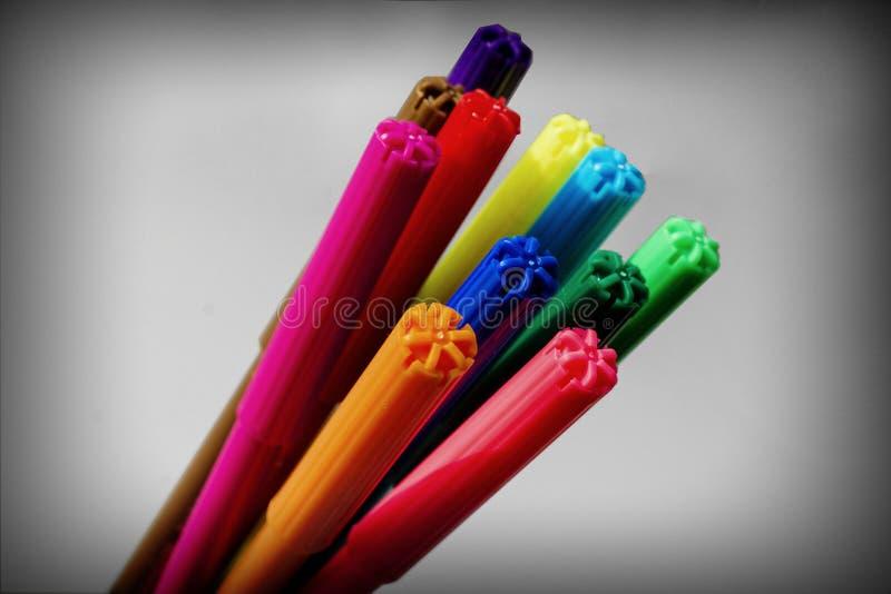 Pennen in een bundel op wit stock foto's