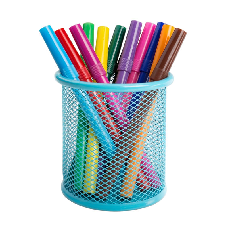 Pennor och markörer för kontorsblåttbehållare. arkivfoton