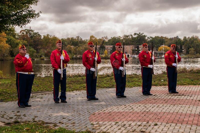 Pennsauken, New-jersey - 5 de novembro de 2017: Marine Corps League executou em cerimônias deste dia do ` s do veterano dos anos imagens de stock royalty free