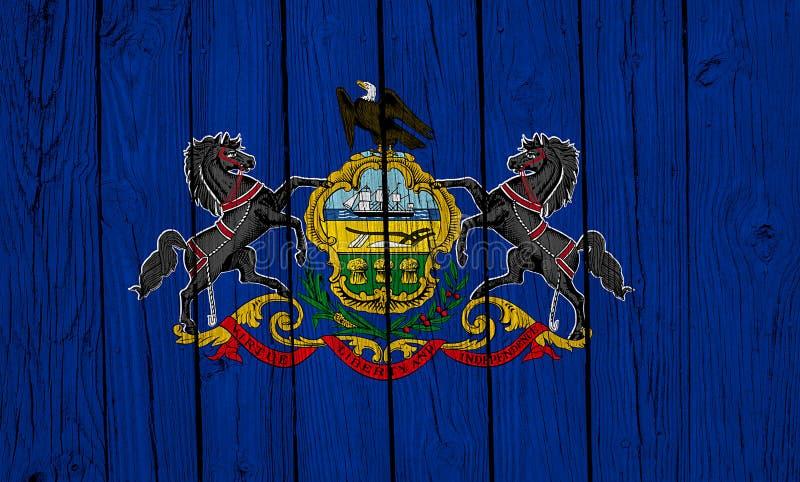 Pennsylvanias statsflagga över träplankar royaltyfri fotografi