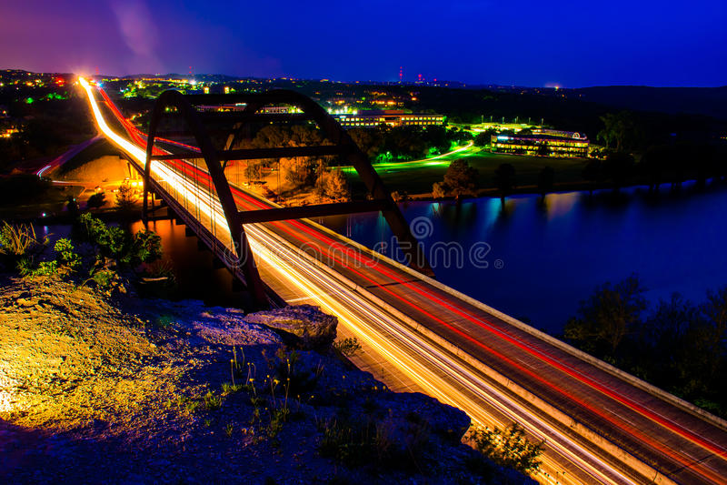 Pennybacker 360从上面射击的桥梁夜 免版税图库摄影