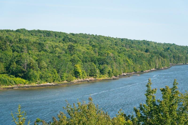 Penobscot河的看法在Bucksport,缅因 库存照片