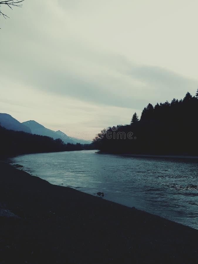 A pensão do rio em Tirol Áustria fotografia de stock royalty free