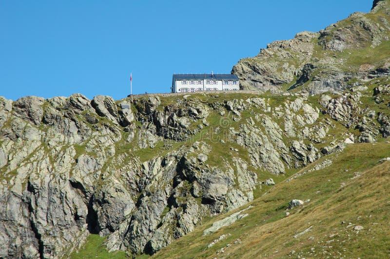 Pensão Grindelwald próximo da montanha em Suíça imagem de stock