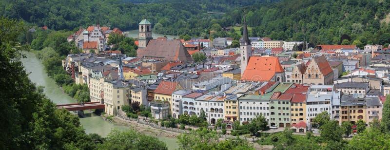 Pensão histórica do am do wasserburg, panorama velho da cidade, Alemanha foto de stock