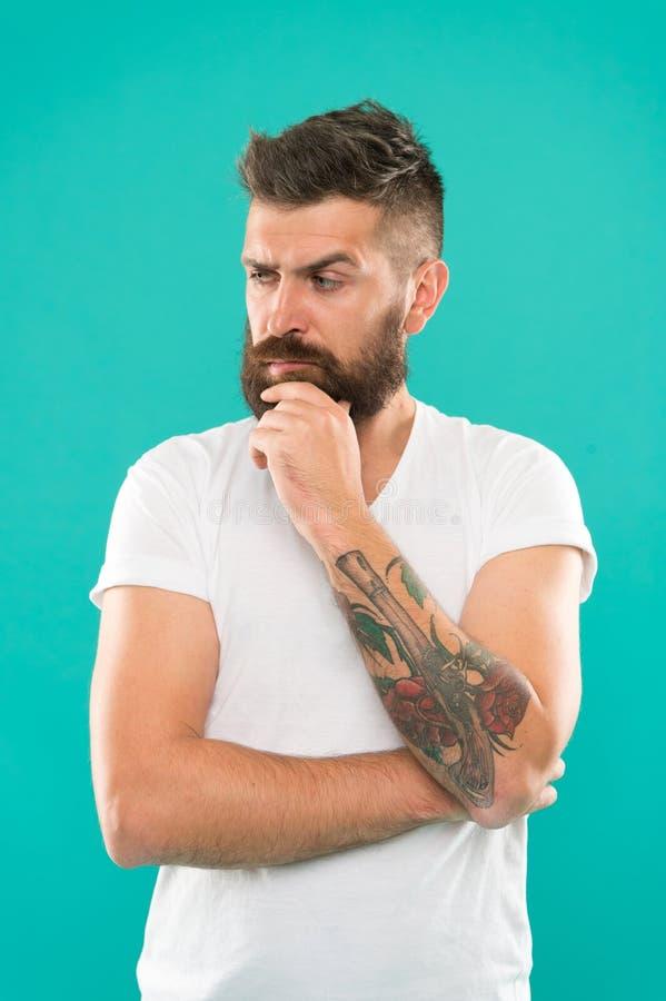 Pens?es profondes Visage sérieux d'homme non sûr les doutes en ont Visage barbu de hippie non s?r dans quelque chose douteux images stock