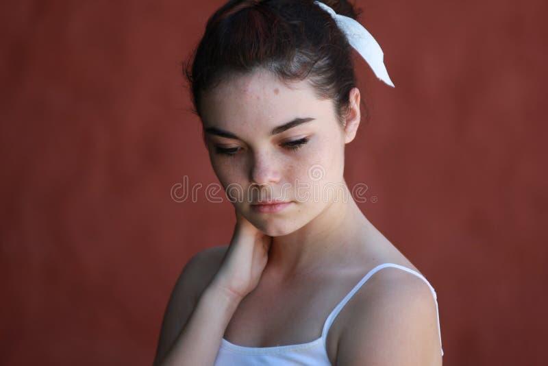 Pensamento adolescente quieto da menina imagem de stock royalty free