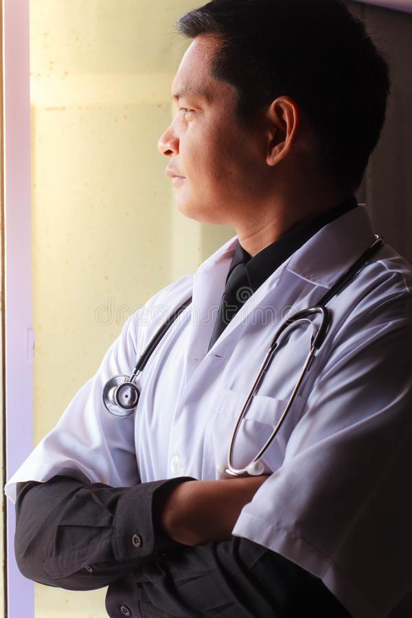 Pensamento asiático do doutor imagens de stock royalty free