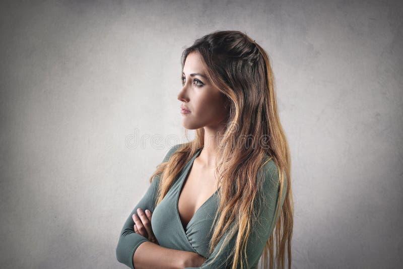Pensamento da mulher fotografia de stock