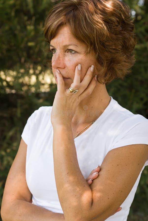Pensamento da mulher fotografia de stock royalty free