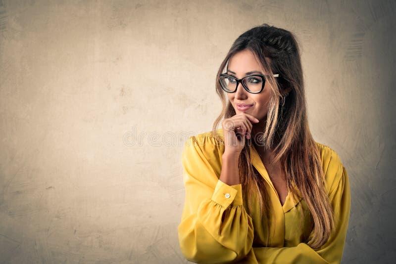 Pensamento da mulher de negócios fotografia de stock