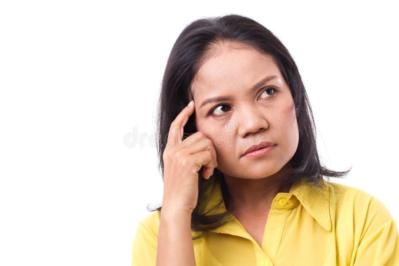 pensamento sério forçado da mulher, olhando acima fotografia de stock royalty free