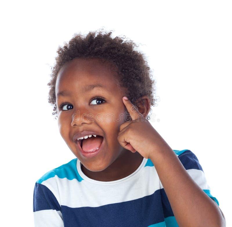 Pensamiento afroamericano adorable del niño foto de archivo