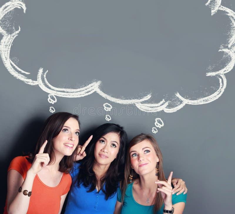 Pensamiento del mejor amigo de tres muchachas fotografía de archivo